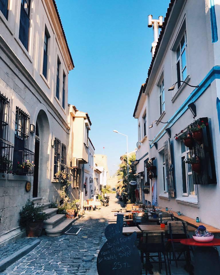Otantik Ne Demek Otantik Nedir Bozcaada Sokaklarında Naciye Bozcaadanın olduğu Otantik Bozcaada Rum Mahallesinde Akşam Gün Batımı