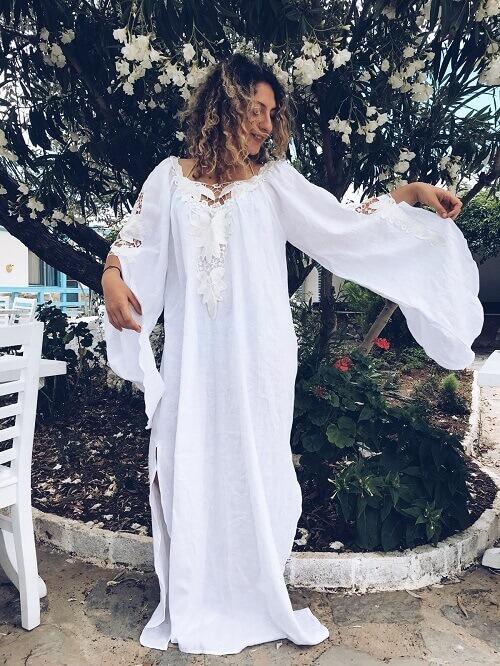 Bohem Gelinlik Giyen Bozcaada Düğününe Hazırlanan Kadın Resimi